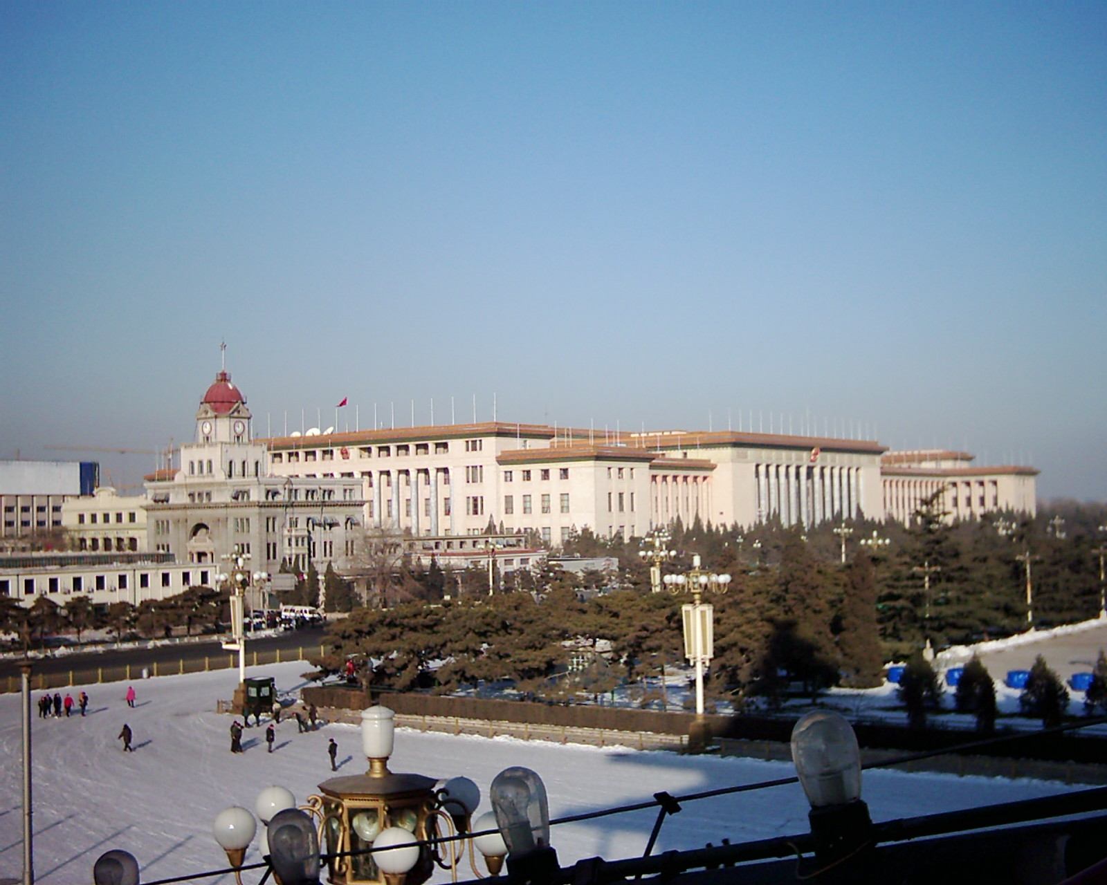 http://faculty.citadel.edu/silver/china_photos/tiananmen_2.JPG